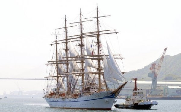 Many tall ships will gather in Nagasaki Port!